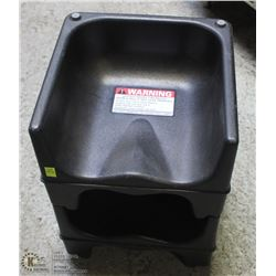 GROUP OF 2 PLASTIC BOOSTER SEATS, NO SEAT BELTS
