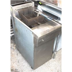 DOUBLE BASKET 130000 BTU QUEST DEEP FRYER