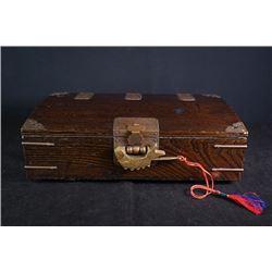 An early 20th century old elm box (Baixia)