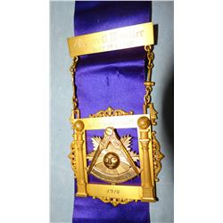 Vintage Masonic Lodge memorabilia including solid gold Oscar Mueller Past Master pin, 1914