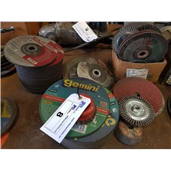 LARGE LOT OF ASSORTED GRINDING DISKS