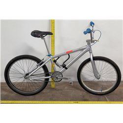 Bear Truck Co Ladies Bike w/ Bike Lock, Silver