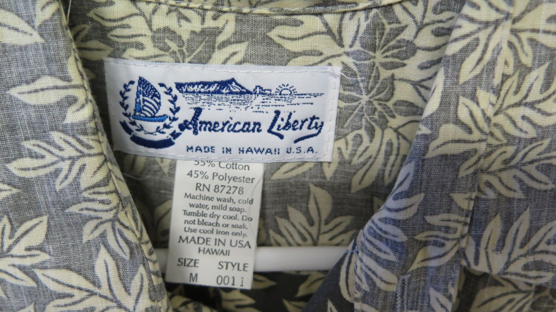 aad1200a ... Image 2 : Vintage Aloha Shirt - American Liberty Hawaii, Gray w/ Tan  Leaves ...