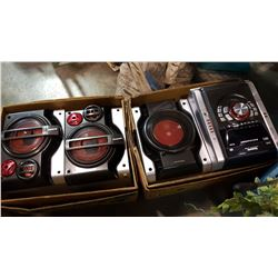 PANASONIC MP3 5 CD CHANGER W/ 2 SPEAKERS AND SUBWOOFER