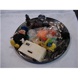 TRAY OF VINTAGE COLLECTIBLES