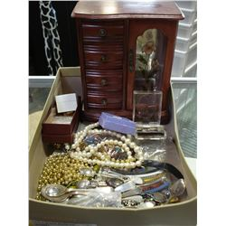 LOT OF JEWELLRYAND COLLECTOR SPOONS AND CASE