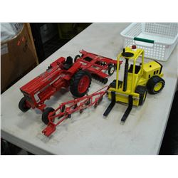 1970 TONKA FORKLIFT DIECAST AND ANTIQUE INTERNATIONAL TRACTOR WITH ATTACHMENTS