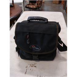 MINOLTA CAMERA 35MM W/ 2 LENSES AND LOWPRO BAG
