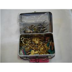 SMALL TIN OF JEWELLRY AND RINGS