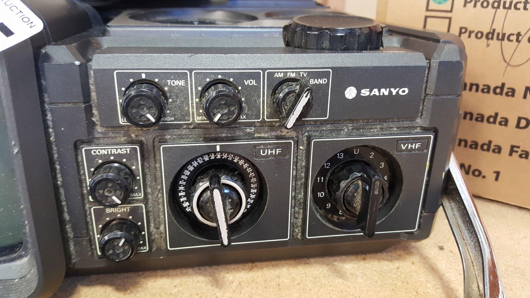 SANYO PORTABLE VINTAGE TV/RADIO