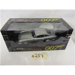 AUTOart  Diecast The James Bond Collection Aston M