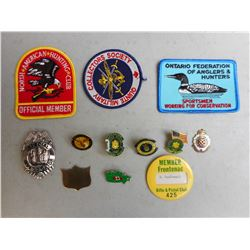 ASSORTED U.S. ARMY PINS & HUNTERS & MILTARY CLUB PATCHES