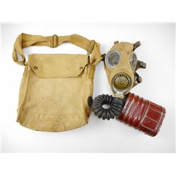 CANADIAN WWII NO4 MK III GAS MASK WITH SATCHEL