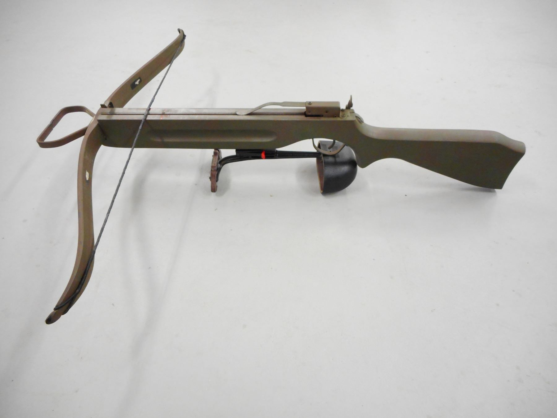 VINTAGE BARNETT CROSSBOW WITH QUIVER