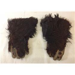 Old Bear Hide Gauntlets