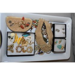 Selection of vintage and collectible jewellery including sterling and gold pendant and earring set,