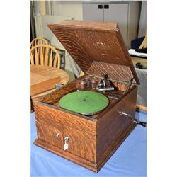 Quarter cut oak Victor '78 RPM gramophone model VV-VIII, working at time of cataloguing
