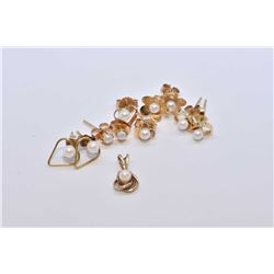 Selection of gold and pearl jewellery including five pairs of earrings and a small pendant