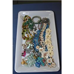 Tray lot of vintage and collectible jewellery including beaded necklaces and necklaces, plus enamell