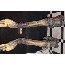 INDEPENDENCE DAY RESURGENCE SCREEN USED ALIEN HARVESTER QUEEN ANIMATRONIC LEGS