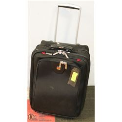 CARRY ON LUGGAGE WITH MULTIPLE COMPARTMENTS