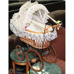 ANTIQUE STYLE WICKER CARRIAGE WITH LASENZA