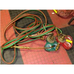 OXY/ ACETYLENE TORCH WITH HOSE AND REGULATORS