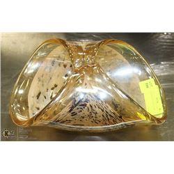 ART GLASS CENTERPIECE DISH