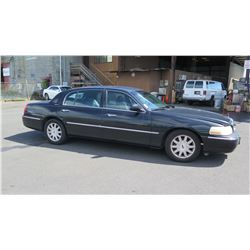 2008 Lincoln Town Car Sedan, Mileage 297,874