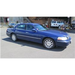2011 Lincoln Town Car Sedan, Mileage 176,322