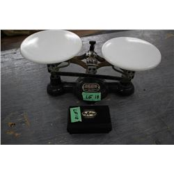 Ohaus Balance Scale; 2 Kilo; with some weights