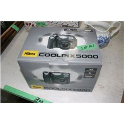 Nikon Cool Pix 5000 Digital Camera - New in the Box