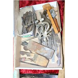 Flat of 14 Old Plane Blades & Parts, a Spoke Shave, Hand Vice & a Scribe