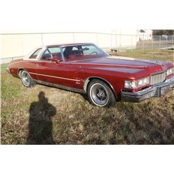 1976 Buick Riviera - Full Load.  Right Front Fender Damage, Otherwise a Beautiful Car - 47,500 mi.