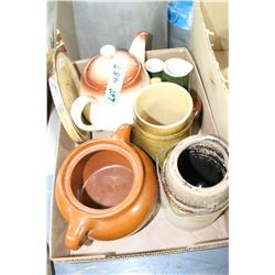 Box of Medalta Pottery & Some Un-named Pottery pcs