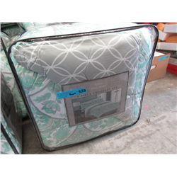 New Queen Size 8 Piece Comforter Set - Green