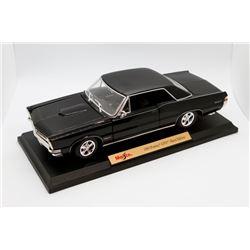1965 Pontiac GTO Hurst Edition Maisto Special Edition 1:18 scale