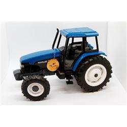 New Holland 8260 1:16 scale Toy Farmer 1997 Has Box