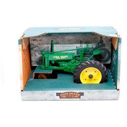 John Deere model B unstyled Has Box