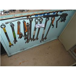 LOT OF ASSORTED LARGE WRENCHES