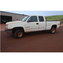 2005 Chevy 2500 3/4 Ton Extra Cab Pickup Truck 4x4