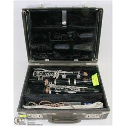 CLARINET BUNDY BY SELMER USA WITH HARD CASE