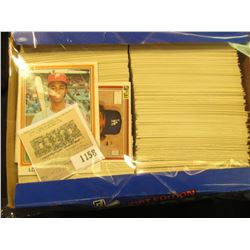 1158 _ Box nearly full of 1981 Donruss Baseball Cards, Mint condition or nearly so. Includes Lonnie