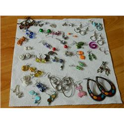 BAG OF ASSORTED JEWELRY - EARRING SETS