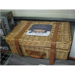 PICNIC BASKET WITH SERVICE FOR 4
