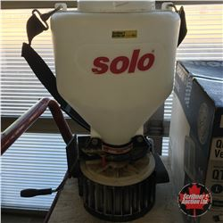 Solo Grass Seed / Fertilizer Spreader