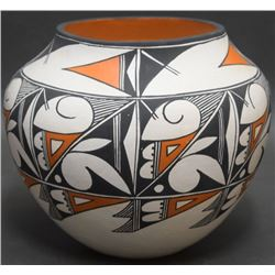 ACOMA INDIAN POTTERY OLLA (PETERS)