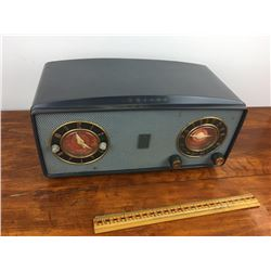 Philco clock radio, clock works, radio needs work, no cracks