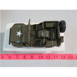 1941 MILITARY WILLIES JEEP DIE CAST MODEL VEHICLE ( NEW IN BOX )