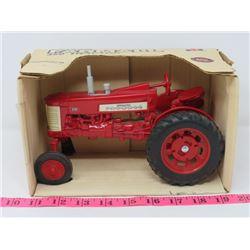 ERTL FARM ALL 350 TRACTOR RED